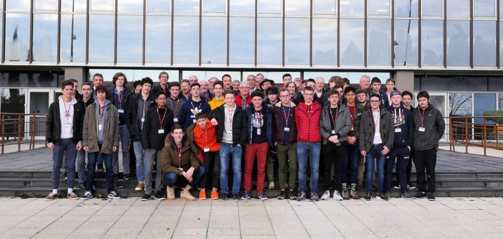 2 classes du lycée en visite chez Airbus